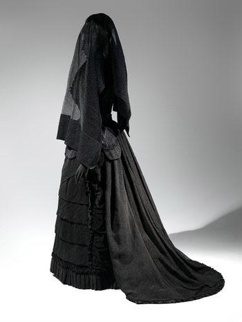 дама в черном